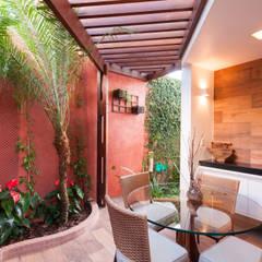 Conservatory by Bernal Projetos - Arquitetos em Salvador,