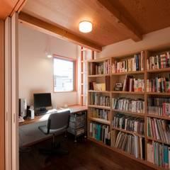 書斎: 麻生英之建築設計事務所が手掛けた書斎です。