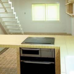 店舗付き住宅4階建てのスケルトンリフォーム: 中浦建築事務所が手掛けたキッチン収納です。