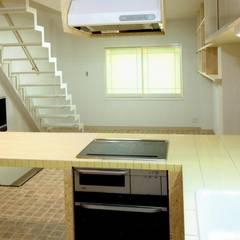 Muebles de cocinas de estilo  por 中浦建築事務所