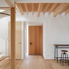 玄関: atelier137 ARCHITECTURAL DESIGN OFFICEが手掛けた廊下 & 玄関です。