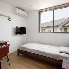 寝室: atelier137 ARCHITECTURAL DESIGN OFFICEが手掛けた寝室です。