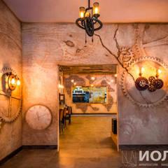 Вход в основной зал ресторана. Арт-бетон: Бары и клубы в . Автор – Архитектурно-производственная группа ИОЛЛА