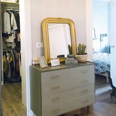 Entrée et commode customisée: Couloir et hall d'entrée de style  par SOHA CONCEPTION