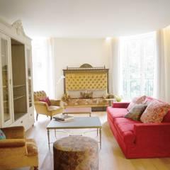 Rénovation d'un appartement à Paris 16e: Salon de style de style Classique par C'Design architectes d'intérieur