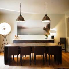 Rénovation d'un appartement à Paris 16e: Salle à manger de style  par C'Design architectes d'intérieur