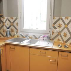 Rénovation d'un appartement à Paris 16e: Cuisine intégrée de style  par C'Design architectes d'intérieur