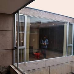 Patio Central: Pasillos y recibidores de estilo  por Horizontal Arquitectos