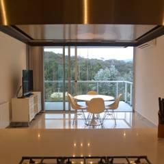 Comedor diario: Cocinas a medida  de estilo  por Horizontal Arquitectos