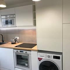 Rénovation appartement Colombes: Cuisine intégrée de style  par C'Design architectes d'intérieur
