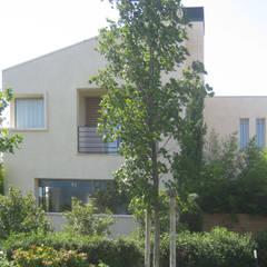 Casa CS: Casa unifamiliare in stile  di GIAN MARCO CANNAVICCI ARCHITETTO