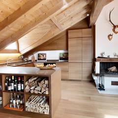 CUCINA: Soggiorno in stile  di Studio Architettura Macchi