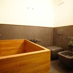 BAGNO PADRONALE: Bagno in stile  di Studio Architettura Macchi