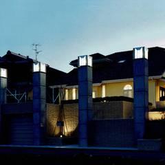 欧州のアンティーク家具・建材を揃えた別荘:週末邸宅: 中浦建築事務所が手掛けた別荘です。