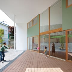 Terrazas de estilo  por 藤原・室 建築設計事務所, Escandinavo Madera Acabado en madera