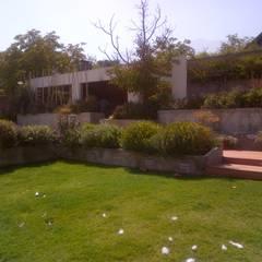 CASA TRONCOSO: Jardines con piedras de estilo  por AOG