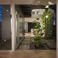 松前の家: 小松隼人建築設計事務所が手掛けた廊下 & 玄関です。