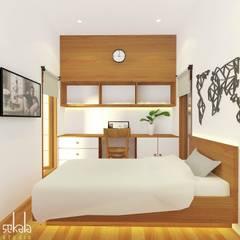 Rumah Ibu Siska:  Kamar Tidur by SEKALA Studio