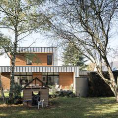 facade Est: Maison individuelle de style  par DESarchitecture
