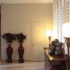 Pasillos y vestíbulos de estilo  por Studio Architettura Macchi, Asiático