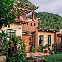 Cabaña Chagolla: Casas de estilo  por Orlando Quiñones, Rústico Hierro/Acero