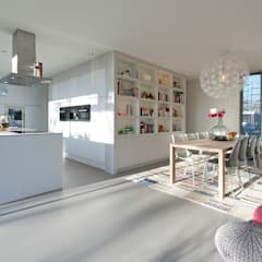 Moderne kubistische woning Twello:  Keukenblokken door Architectuur Studio Wezenberg BV