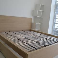 Rumah Karang Tengah:  Kamar Tidur by Dekapolis Design