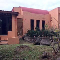 CASA DE CAMPO, H. ZITACUARO, MICHOACAN: Casas de campo de estilo  por ECLIPSE ARQUITECTOS SA de cv