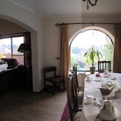 Dining room by Lau Arquitectos,