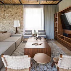 Living room by Chehade Carter Diseño Interior