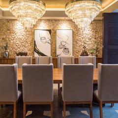 CASA 261: Comedores de estilo topical por Chehade Carter Diseño Interior