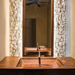Bathroom by Chehade Carter Diseño Interior