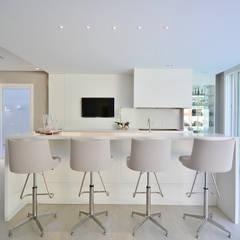 GOURMET FUNCIONAL: Salas de jantar modernas por Motta Viegas arquitetura + design