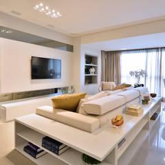 ESTAR CONTEMPORÂNEO: Salas de estar modernas por Motta Viegas arquitetura + design