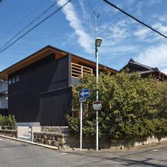 Casas de madera de estilo  por 空間工房 用舎行蔵 一級建築士事務所