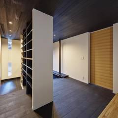 راهرو سبک آسیایی، راهرو و پله ها توسط 空間工房 用舎行蔵 一級建築士事務所 آسیایی