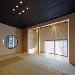 Media room by 空間工房 用舎行蔵 一級建築士事務所