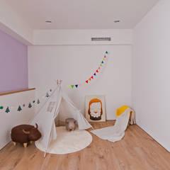簡潔清雅:  嬰兒/兒童房 by 拓雅室內裝修有限公司