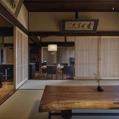 Salas multimedia de estilo asiático por 空間工房 用舎行蔵 一級建築士事務所