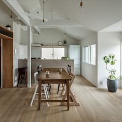 Suita house renovation: ALTS DESIGN OFFICEが手掛けたダイニングです。,
