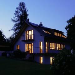EINFAMILIENHAUS SEEHAM:  Häuser von ADLHART Architekten