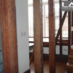 Pasillos y recibidores de estilo  por Lau Arquitectos