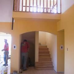 Escaleras de estilo  por Lau Arquitectos, Colonial