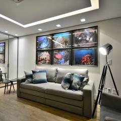 Las Brisas 03: Salas multimídia modernas por CarolGomesArquitetura