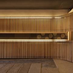 Corredores e halls de entrada  por 空間工房 用舎行蔵 一級建築士事務所
