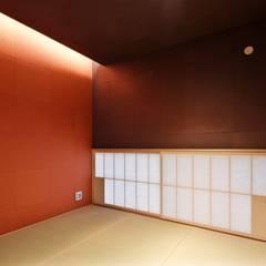 Salas multimedia de estilo  por 空間工房 用舎行蔵 一級建築士事務所