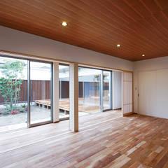 Living room by 空間工房 用舎行蔵 一級建築士事務所