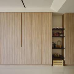 ระเบียงและโถงทางเดิน by 寬軒室內設計工作室