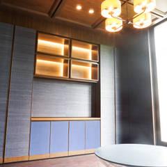 JC House :  Ruang Keluarga by ARF interior