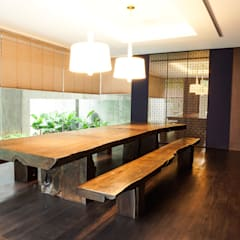 JC House :  Ruang Makan by ARF interior
